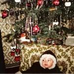 Sammy vor den Weihnachtsbaum im Jahre 1978
