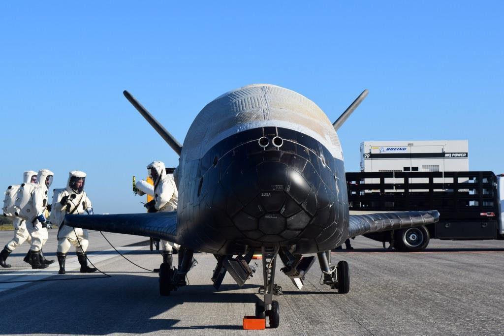 X37B-Raumflugzeug frontal